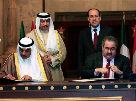 Kuwait's PM Sheikh Jaber Al-Mubarak Al-Hamad Al-Sabah and his Iraqi counterpart Nuri al-Maliki look on as their foreign ministers sign agreements in Baghdad