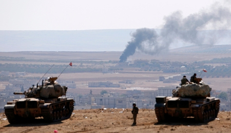 Turkish army tank units watch Kobani from the Turkish border