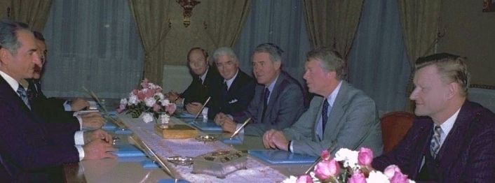 The Shah of Iran meets with Zbigniew Brzezinski (far right), senior security advisor to U.S. President Jimmy Carter (second from right) in 1977.