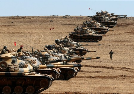 Turkish tanks at the border with Syria.